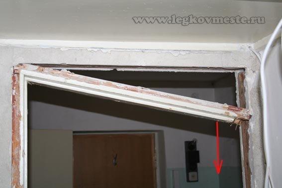 Демонтаж горизонтальной планки дверной коробки