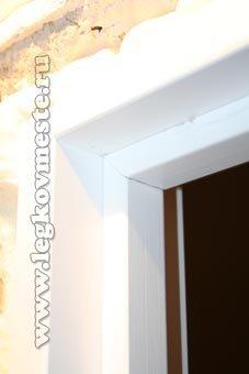 Установка двери (вставляем упорные планки)