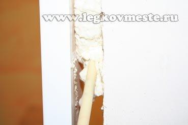 Установка двери (заполняем швы)