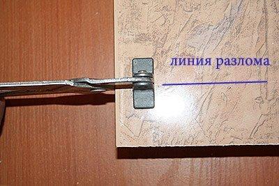 Захват щипцами для разлома плитки