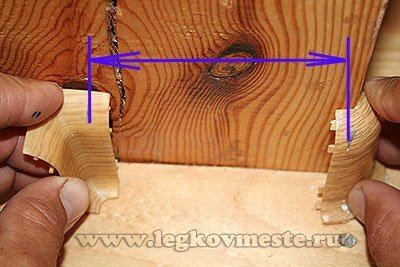 Замеряем длину плинтуса между наружным и внутренним углом до внутренних упоров