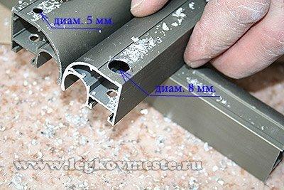 Рассверливаем отверстие наружной планки до диаметра 8 мм