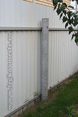Забор из профнастила со столбами из асбоцементных труб