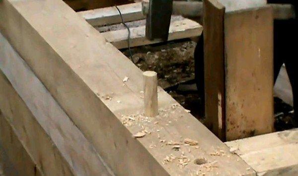 деревянный нагель в брусе