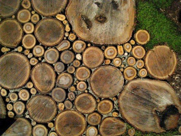 дорожка из деревянных срезов