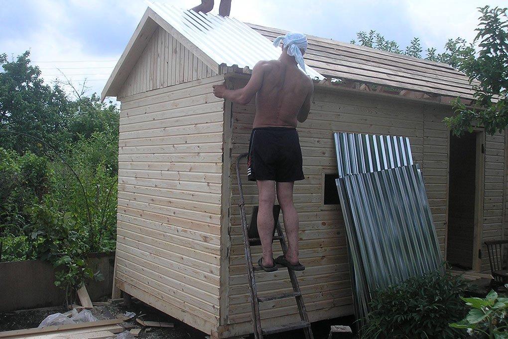 Профнастил на крышу бани своими руками
