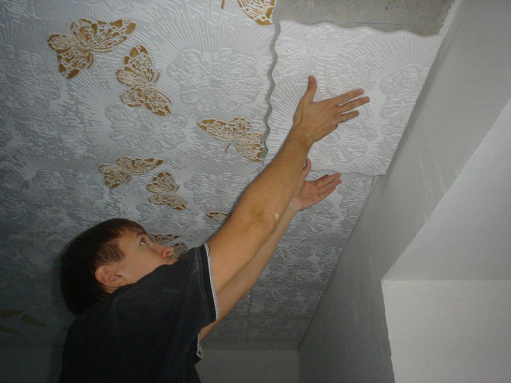 Чем заклеить натяжной потолок своими руками фото