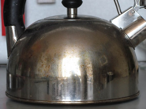 ржавчина на металлическом чайнике