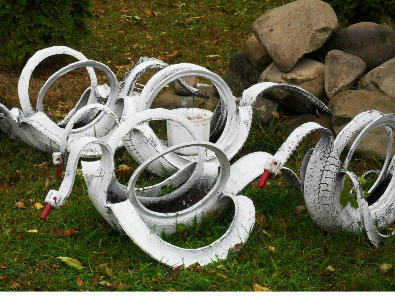 Как сделать лебедей из колес фото