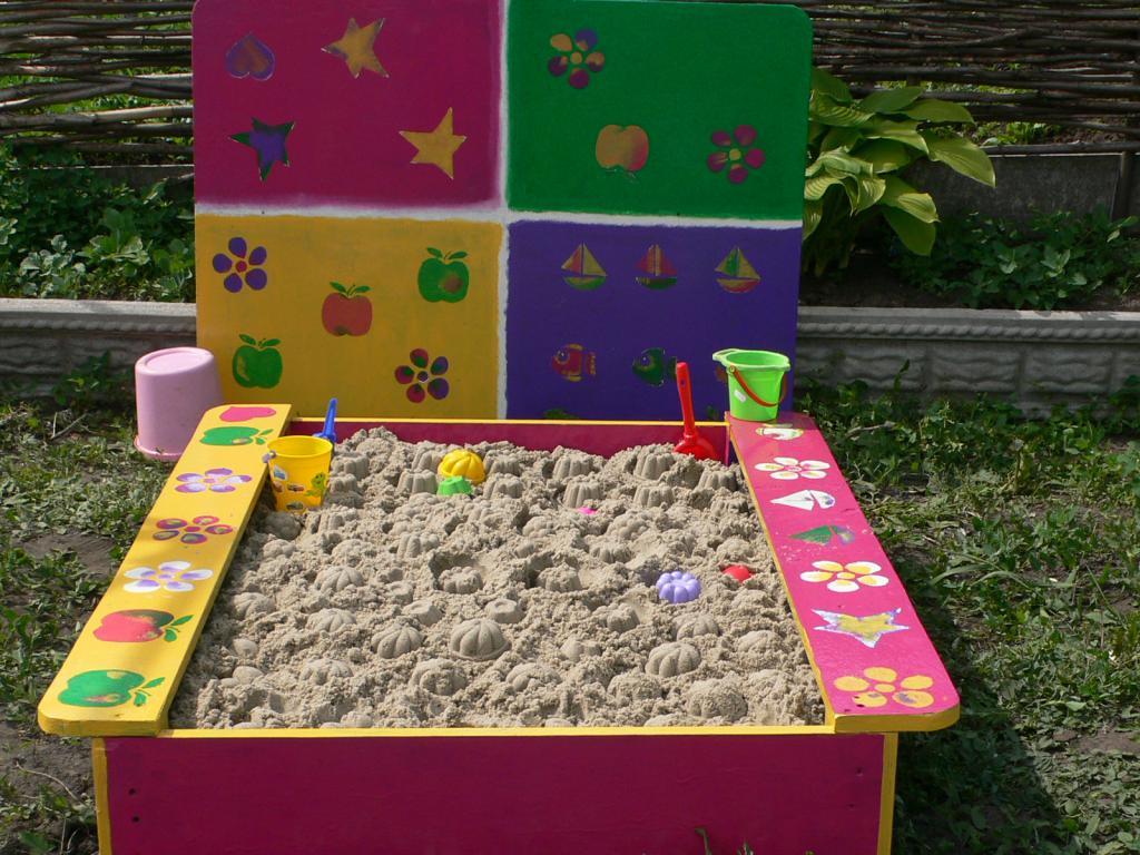 Как покрасить деревянную детскую площадку своими руками