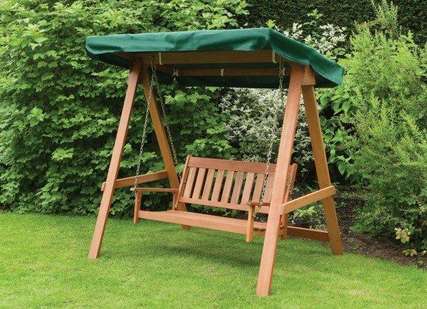 качели-скамейка деревянные на даче
