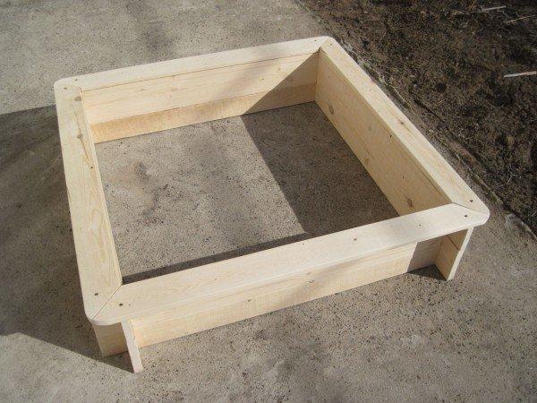 Деревянный корпус для песочницы