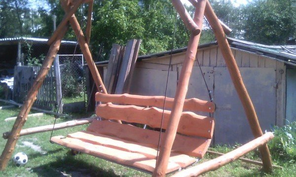 качели-скамейка для дачи