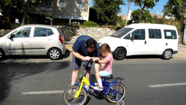обучение ребёнка езде на велосипеде