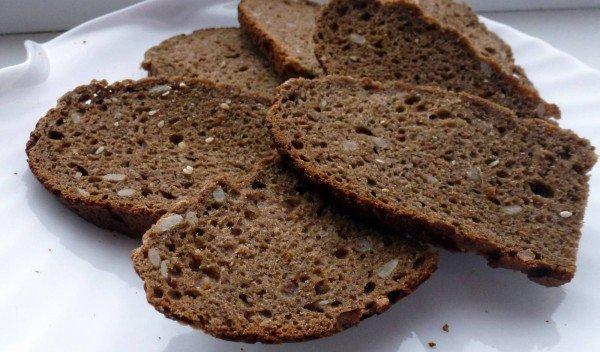 Чёрный ржаной хлеб для шарлотки