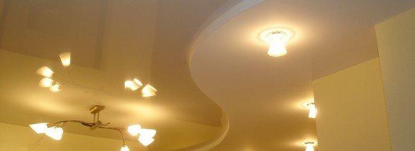 Светильники на фигурном потолке