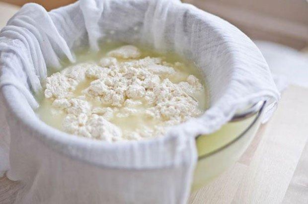 как приготовить творог из кислого молока в домашних условиях