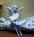 Простая кроватка с книжными полками
