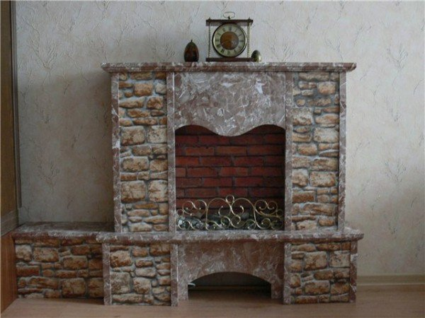 Imitation fireplace in the apartment
