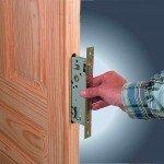 Замена замка в двери своими руками