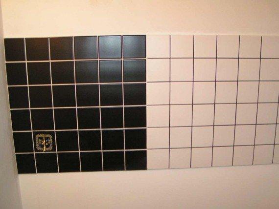 Чёрная и белая плитка