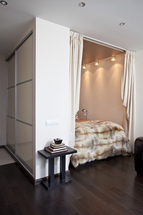 портьера между спальней и гостиной
