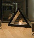 треугольный отдельно стоящий камин