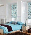 Спальня с рулонными шторами