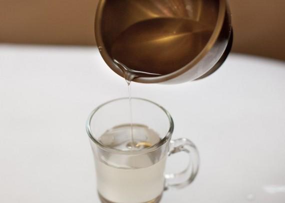 стакан с сахарным сиропом
