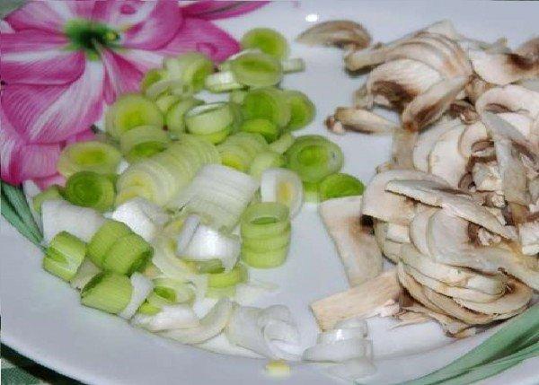 Лук и грибы для омлета