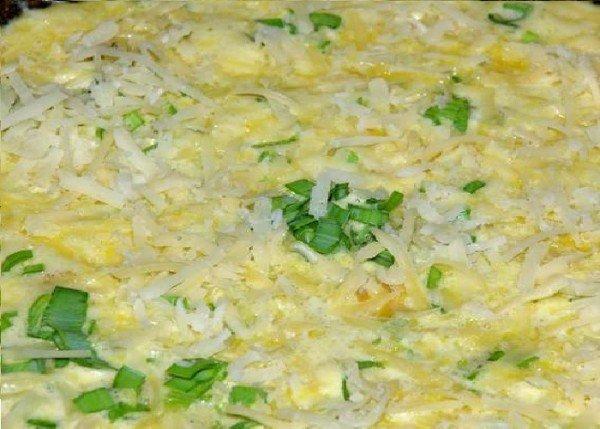 Омлет с зеленью и сосисками