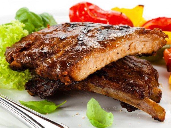 Мясо с овощами на сковороде гриль