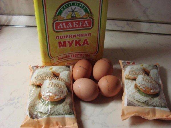 Мука, яйца и сахар