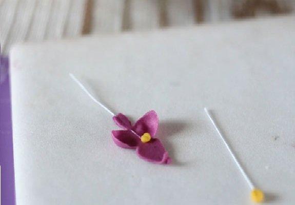 цветок и тычинка на проволоке