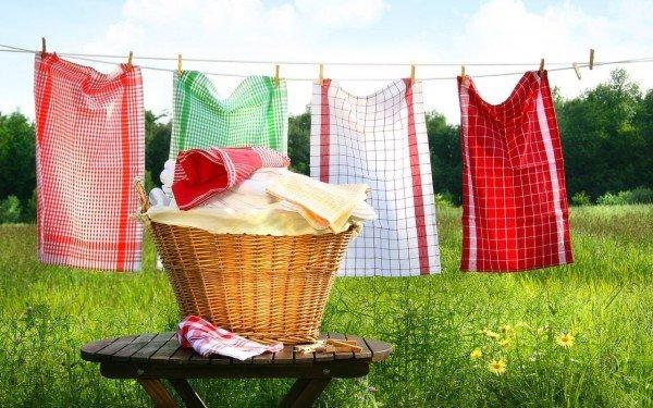 Постиранные кухонные полотенца