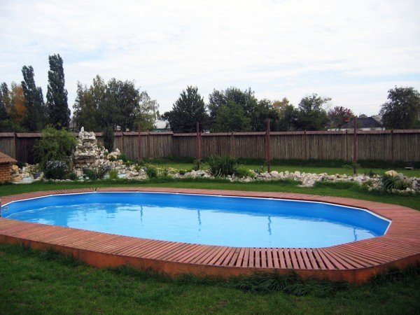 Бассейн во дворе