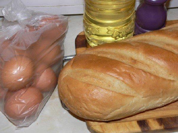 батон, яйца и растительное масло