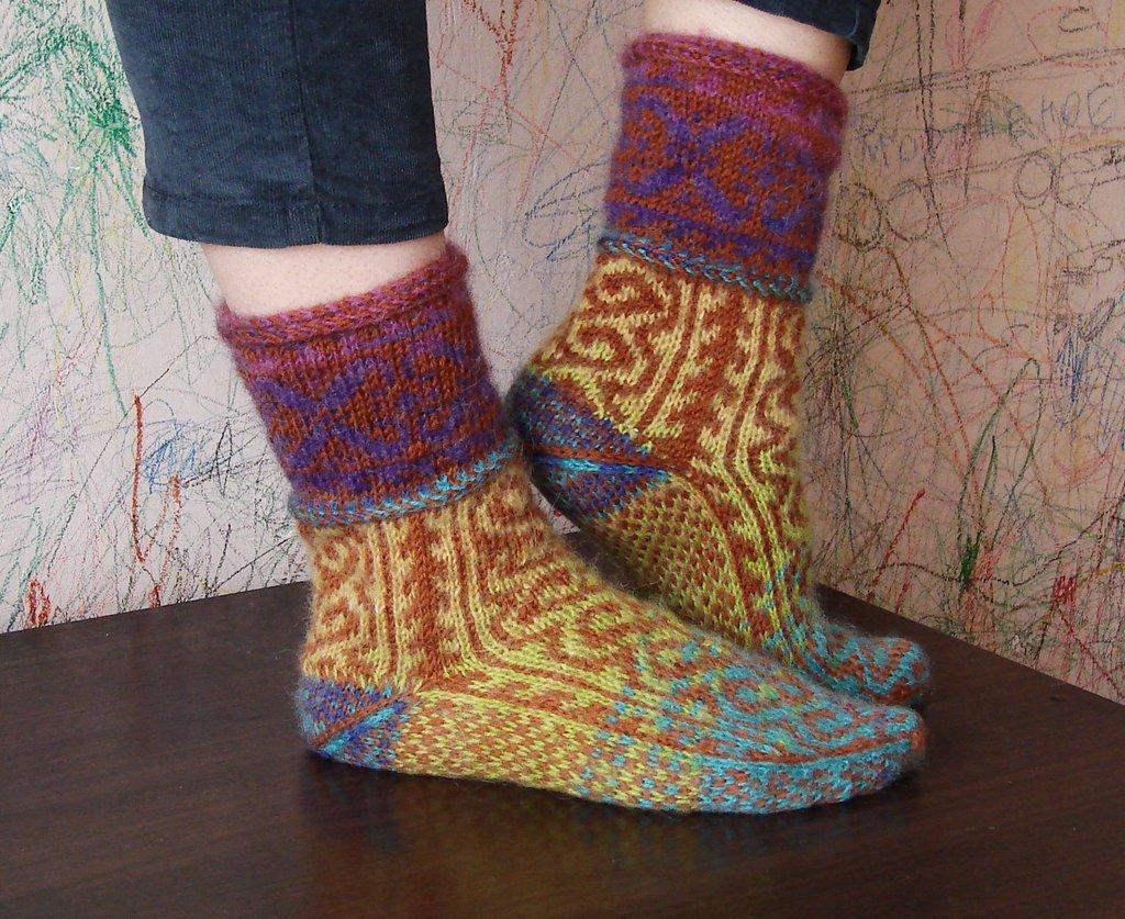 Вяжем носки без шва на двух спицах