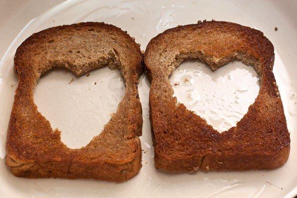 обжаренные ломти хлеба