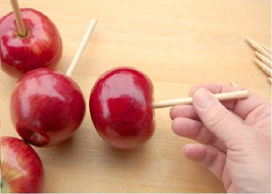 Яблоки на палочке