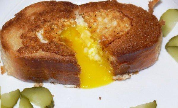 яйцо зажаренное в хлебе