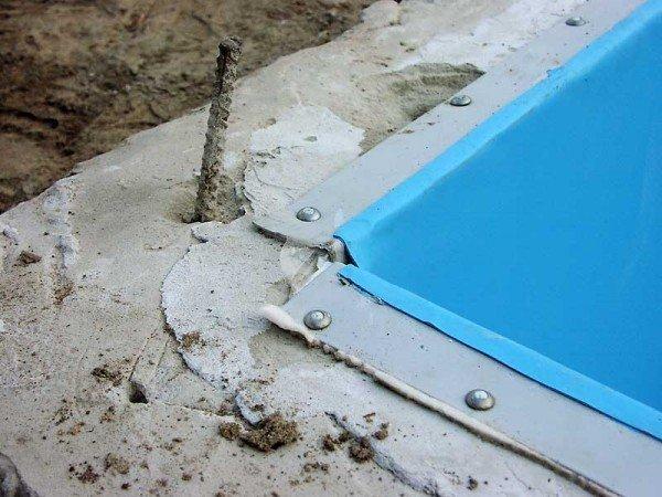 Залитый бетон в котловане