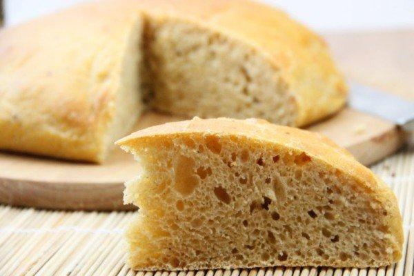 Нарезанная буханка хлеба