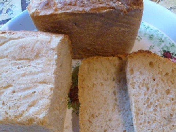 Нарезанный хлеб на сыворотке