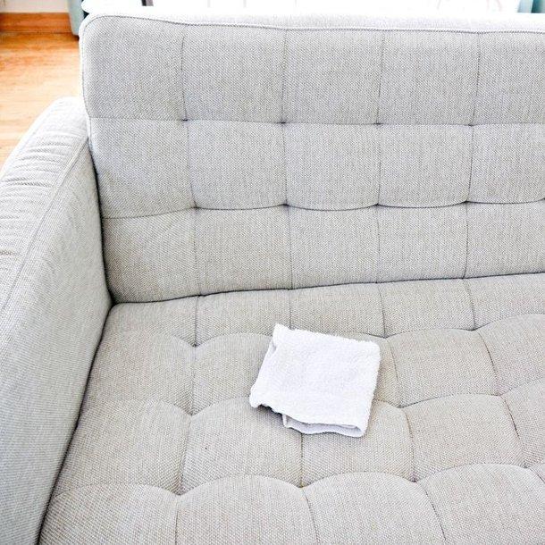 как почистить белый диван в домашних условиях видео