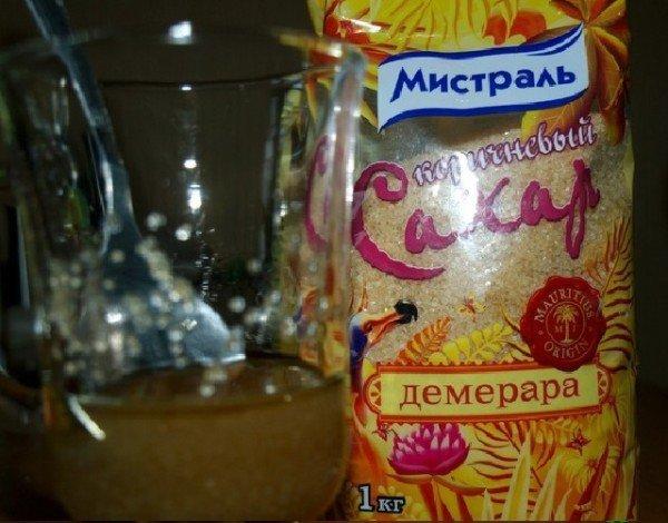 коричневый сахар и подсолнечное масло