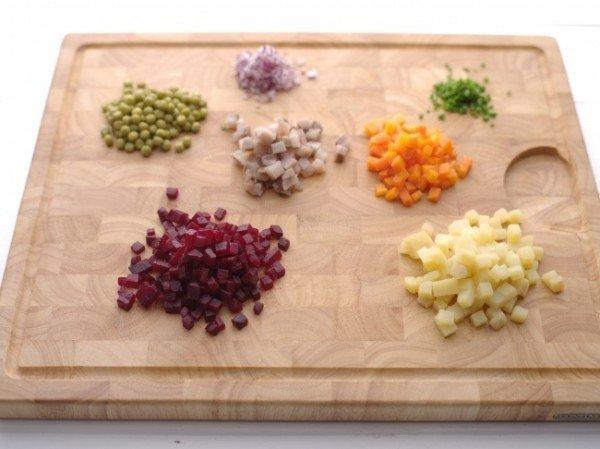 нарезанные продукты для винегрета