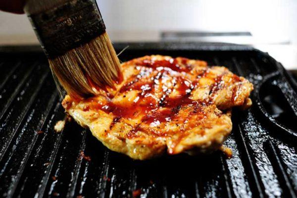 обжаренное куриное филе с соусом барбекю