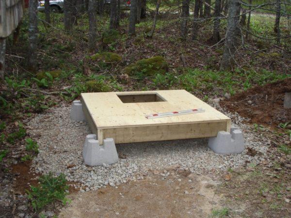 Строительство пола в дачном туалете