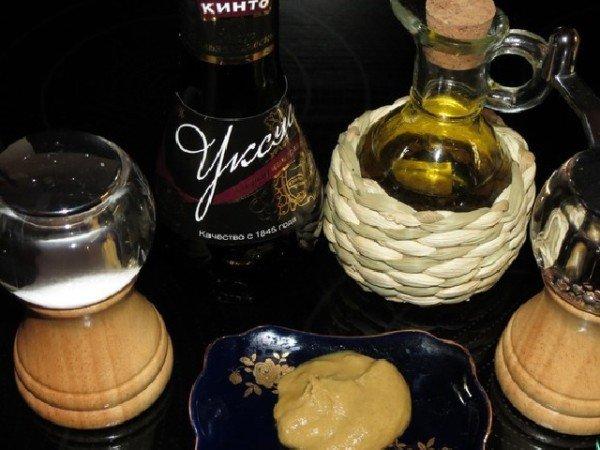 уксус, масло, горчица и приправы